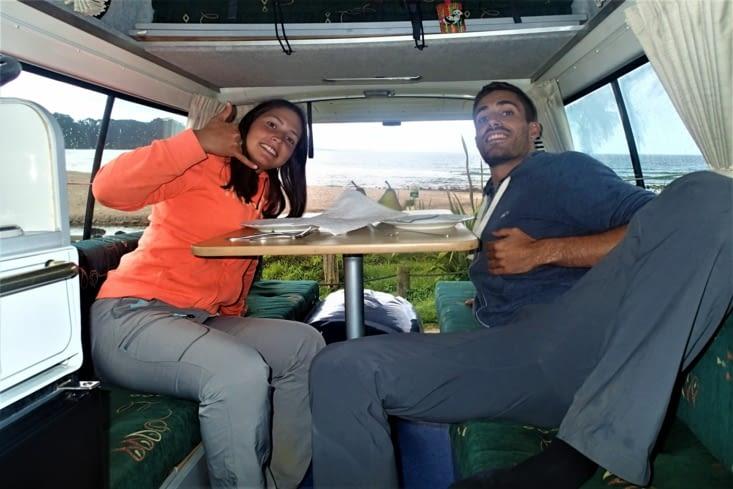 Bien cool les repas dans le van. On se pose où on veut et on profite de la vue !