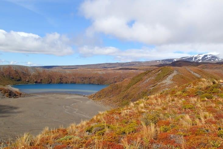 Après 2h de montée, on arrive enfin au 1er lac. Ça donnerait presque envie de s'y baigner.