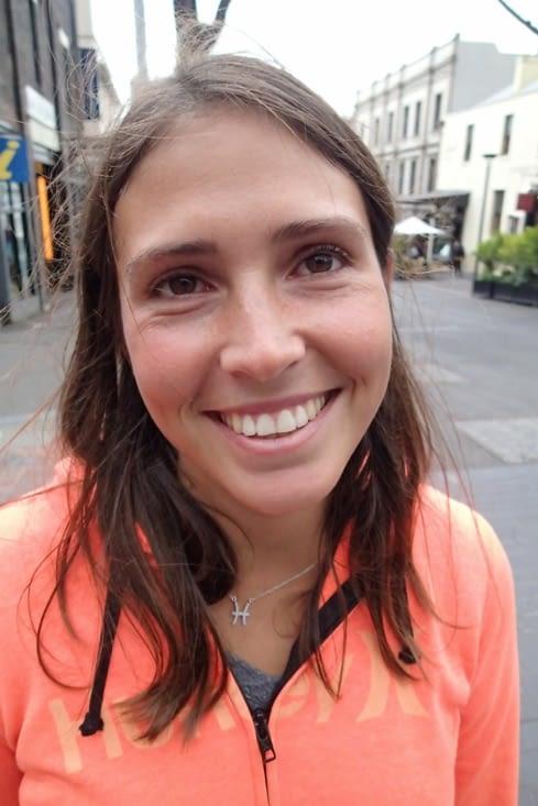 Oula t'as de sacré pochettes sous les yeux Lucie. Je te prends en photo !