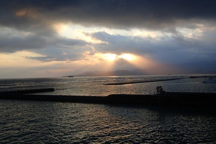 On finit ces retrouvailles par un beau coucher de soleil depuis notre accès sur la mer ?