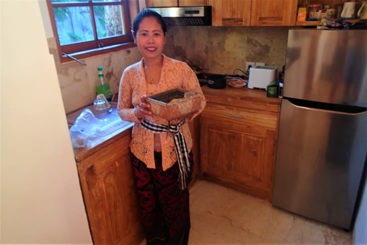 Voici notre hôtesse de maison: Komang. Très agréable et au petit soin pour nous. Top !