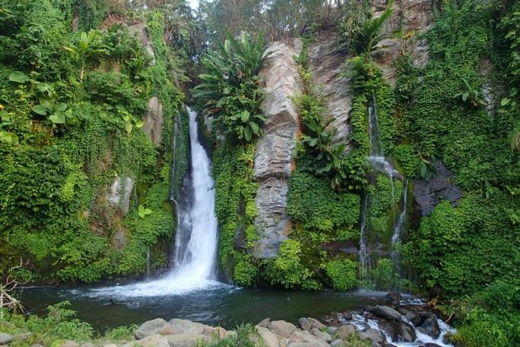 Une cascade !!!!!! L'une des plus belles qu'on ait vu depuis le début du voyage ?