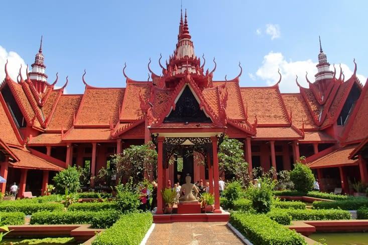 Visite du Musée National du Cambodge. Vue depuis la cour intérieure. Very nice ?!