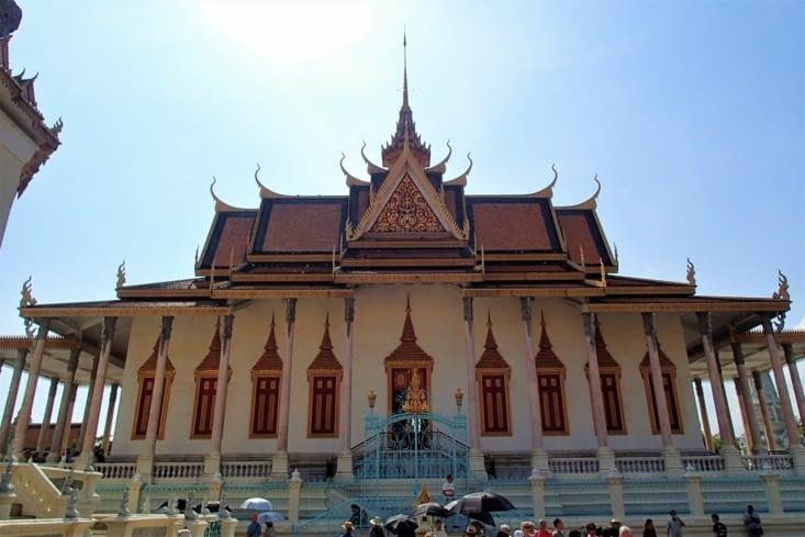 Padoge d'argent. Temple bouddhiste célèbre pour ses 5000 carreaux d'argent. Rien que ça !
