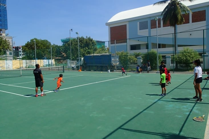 On a pu assister à un entraînement de tennis pour les petits. Trop mignon !