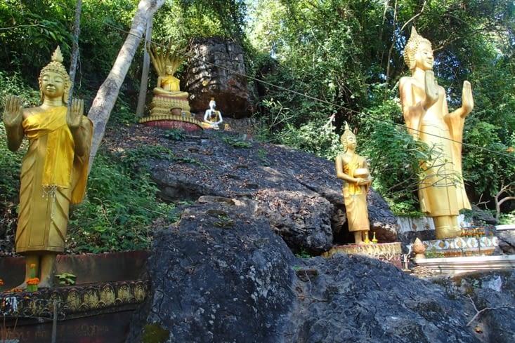 On reprend notre route avec la bénédiction de nombreux bouddhas !