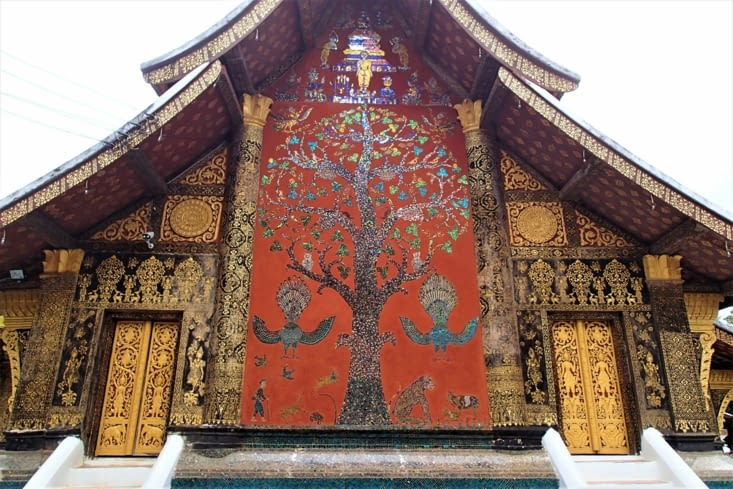 On finira sur ça : le magnifique arbre de la vie qui retrace la vie de Boudhha.