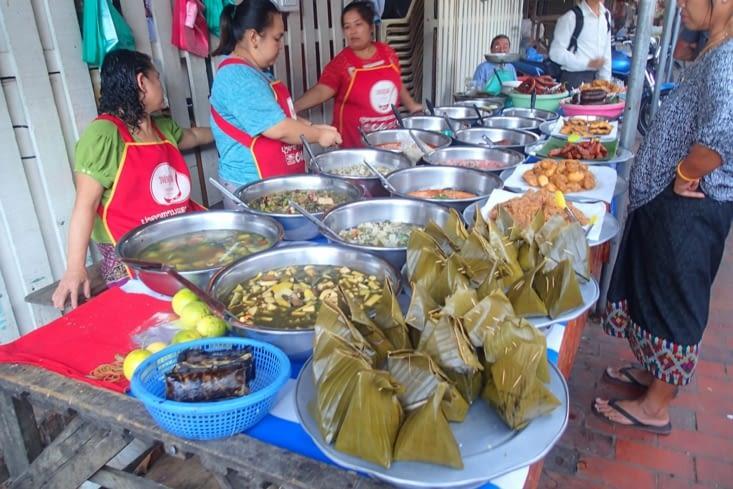 Si vous aimez manger varié pour pas cher, c'est le paradis ! Il y a un marché de jour.