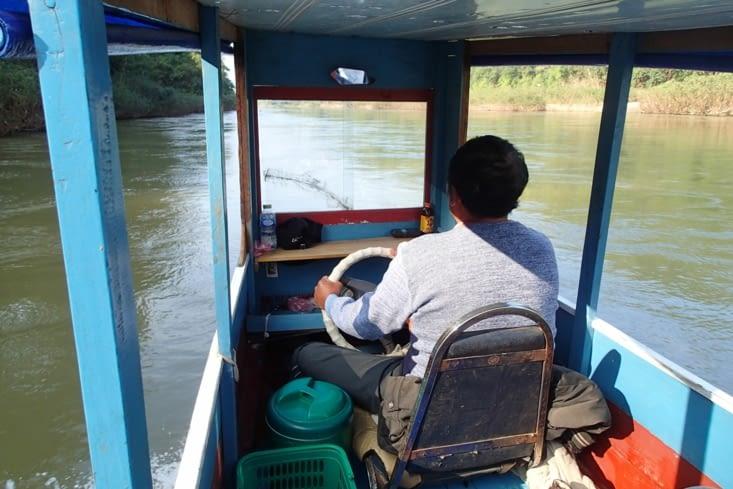 Comment vous trouver la cabine du capitaine ?! Sympa le siège et le gouvernail ?!