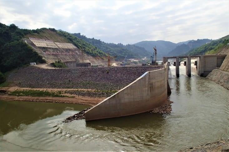 Et le pire vient de nos copains les chinois, avec l'un de leur 9 barrages en construction.