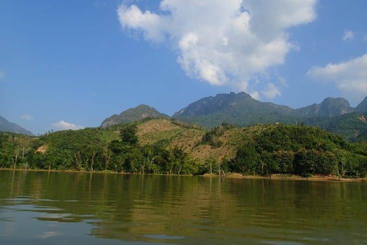Comme un peu partout dans le pays, plusieurs zones de déforestation se succèdent...