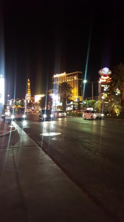 Sur le strip de nuit