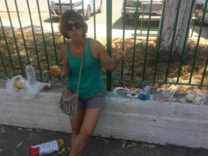Pique nique d'une migrante à Rhodes