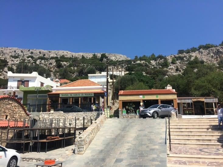 Place du village de Siana