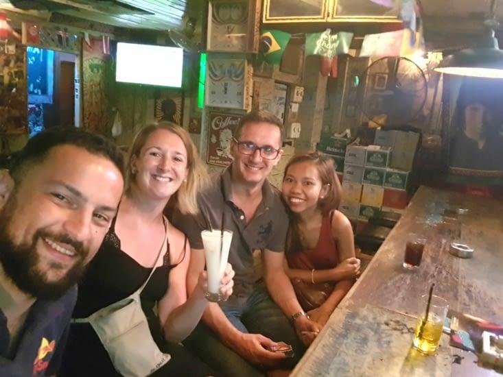 Petite dernière photo Thaïlandaise d'une très bonne soirée en compagnie de Pen et Antoine
