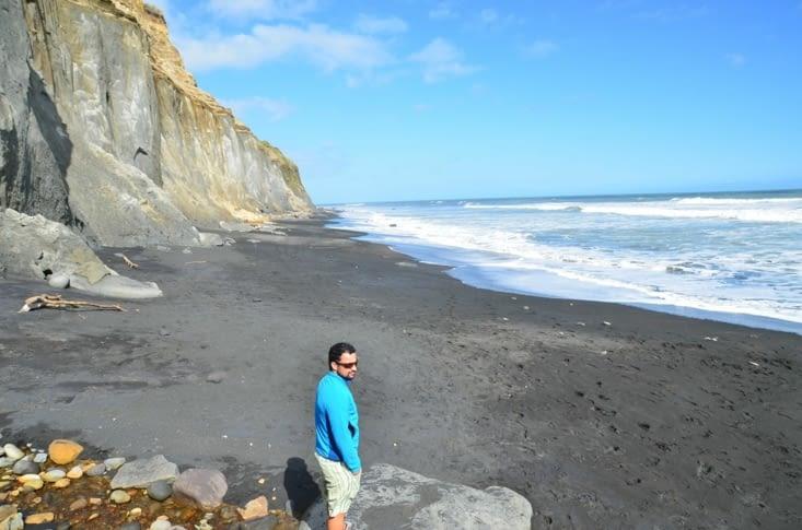 La plage de Hawera et son sable noir