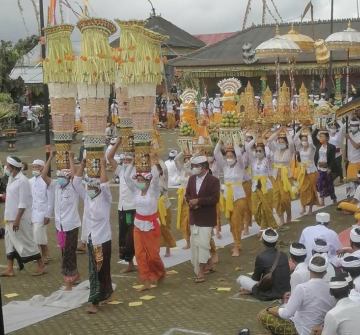 Une importante cérémonie Balinaise prêt du volcan Agun