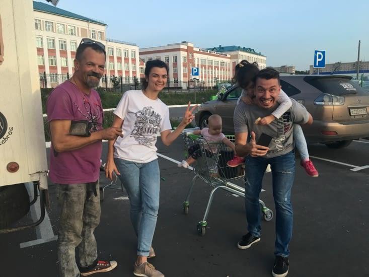 Sergei et Olga fan de notre trip et fan de moto !  à khabarovsk
