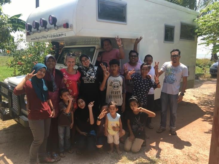 Toute la famille de Nazri (voir dans «Malaisie»)