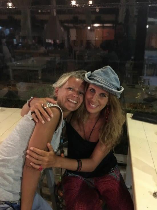 """Eva avec sa """"sœur de cœur"""" (Katerina, notre amie)"""
