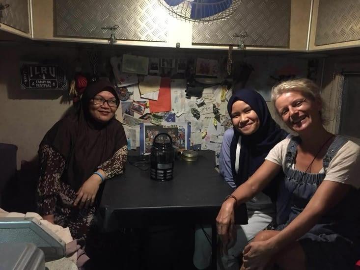 L'épouse et fille de Haji de Makassar qui nous hébergeait durant les travaux