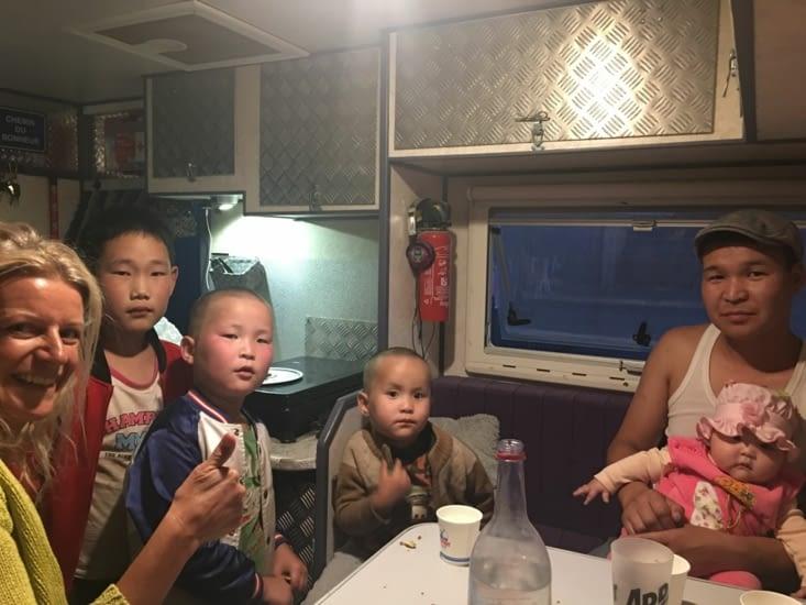 Papa Mongol et ses enfants le temps ...d'une Vodka !