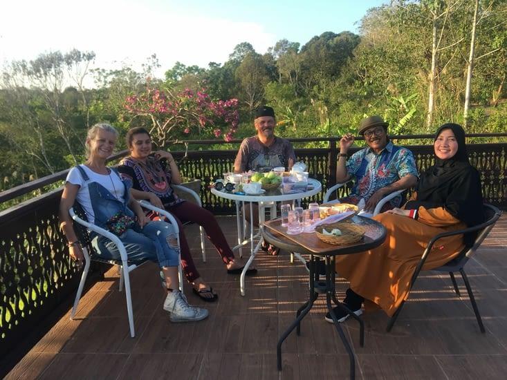 Rudy et sa famille de Balikpapan a Kalimantan (Indonésie) ... un personnage
