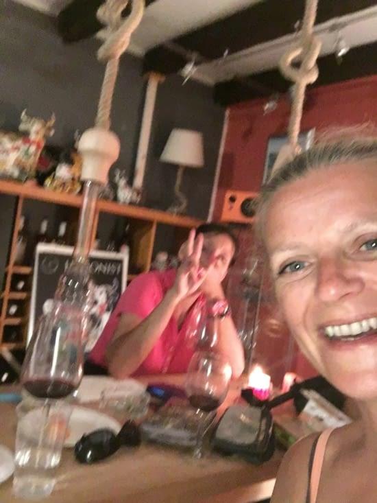 Serguei (russe) et Angelica (macédonienne), propriétaires d'une cave à vins