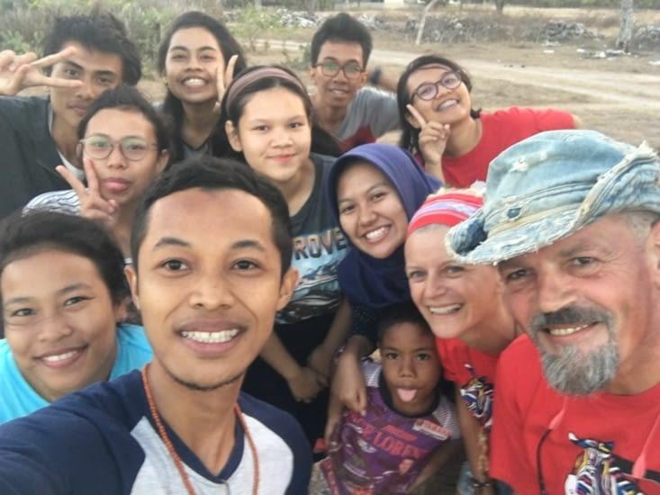 Un groupe d'etudiants qui prépare les fêtes du jour de l'Independance de l'Indonesie
