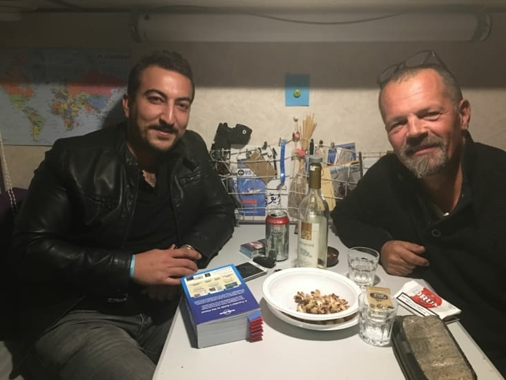 Ömer : Un drôle de hasard (apéro oblige) a fait qu'après s'etre rencontre sur une route en montagne, on s'est retrouvé dans une meme station service à 50 Kms !!!!