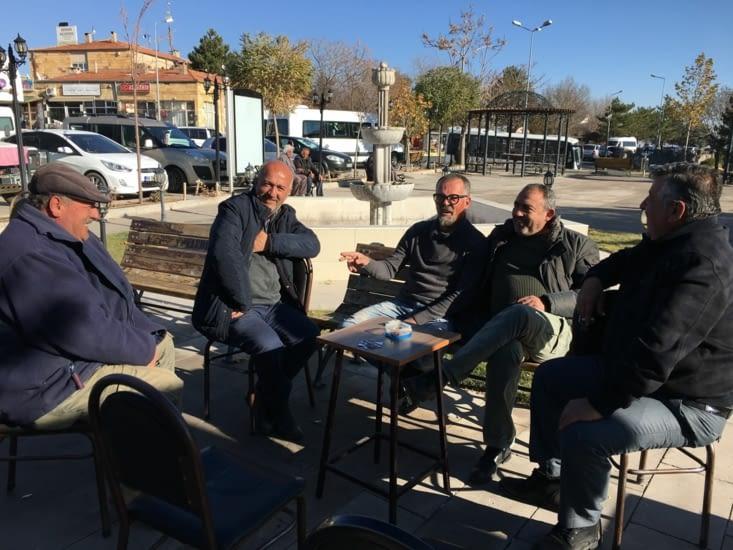 Nos rencontres du matin .... au cafe local : blague, the et carte !!