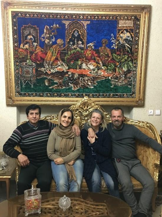 Les parents de Sina : Leila et Resa (La main sur le cœur avec nous !!)