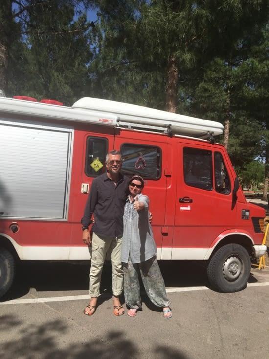 Stephan et Sabine (Autrichien) avec leur camion de pompier aménagé !!