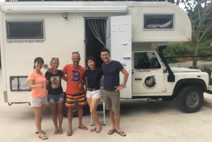 La visite du camper par une famille Chinois Malais .. adorable !
