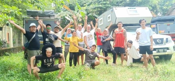 Toute l'equipe du documentaire en Indonesie