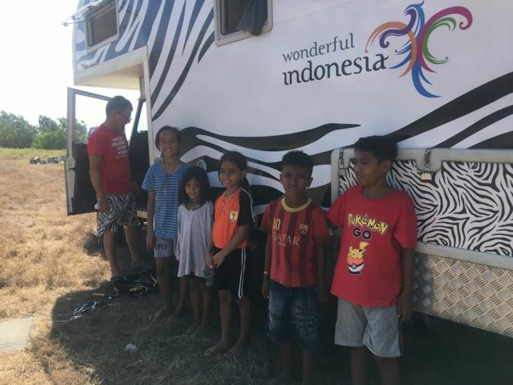 Un classique ... les visites d'enfants en Indonésie