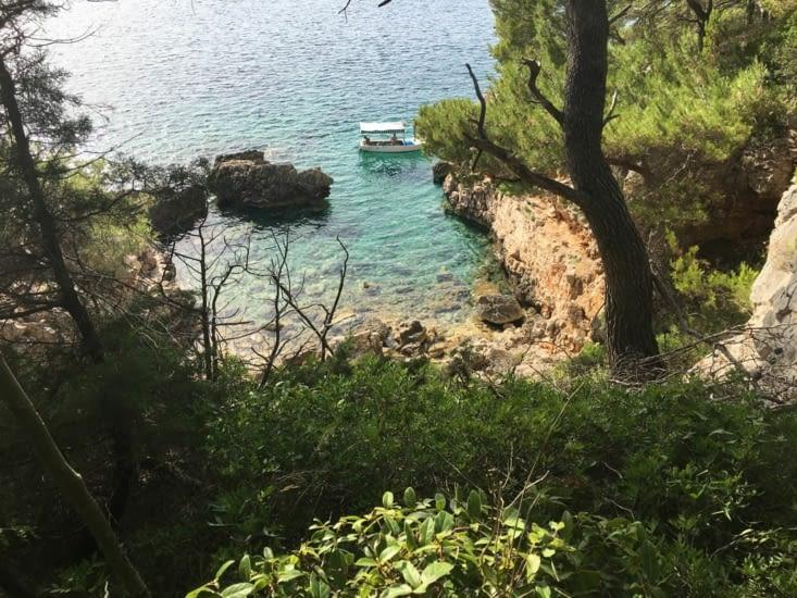 Une petite crique sur l'île de Osjak en Croatie....: Rien que pour nous!!