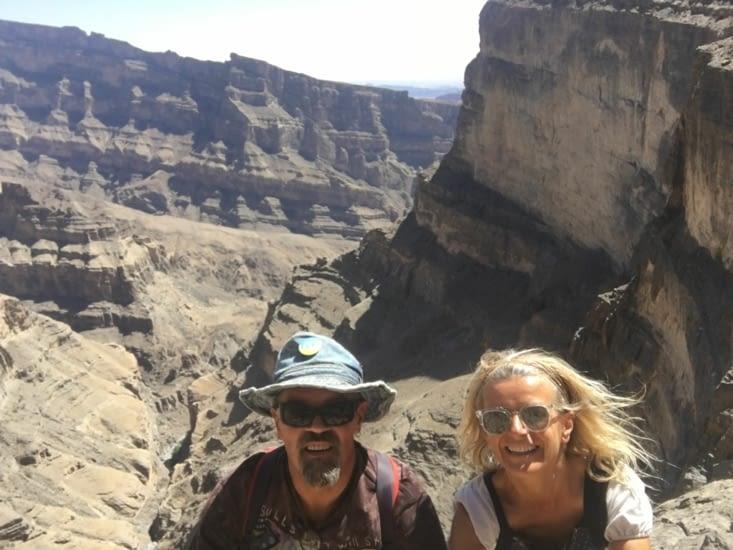 Les gorges, les montagnes et les canyons dans le nord d'Oman