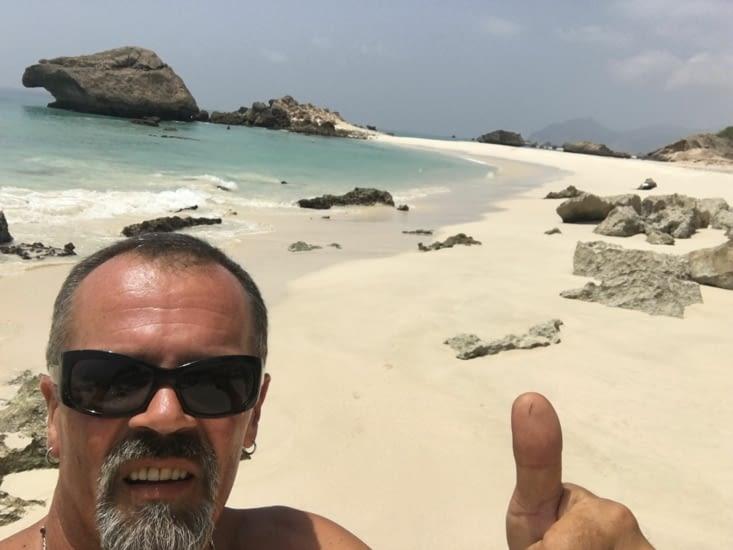 La plage de Al fizaya dans le sud d'Oman