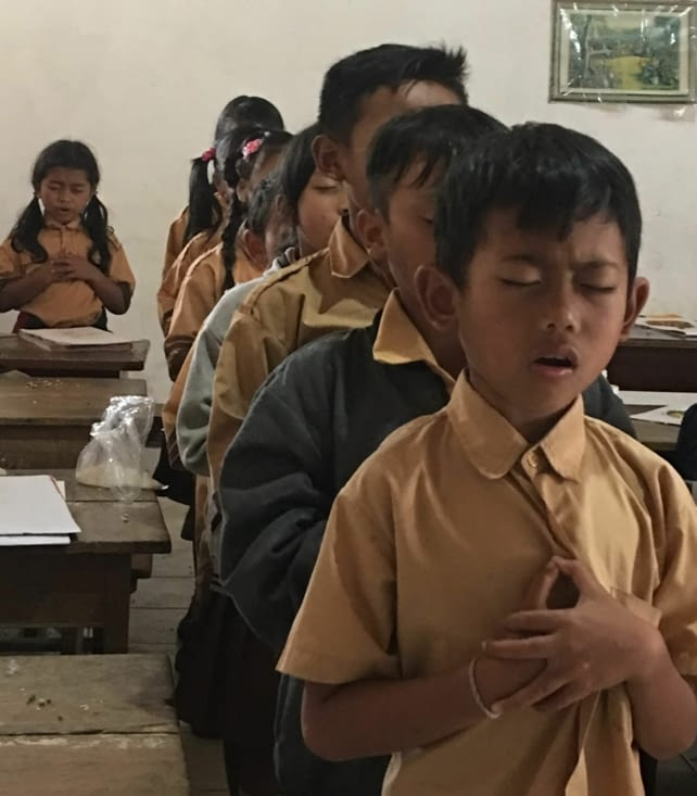 Indonesian hymn sung by the students at school!