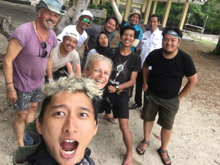 L'équipe du documentaire en Indonésie ... un moment énorme !!