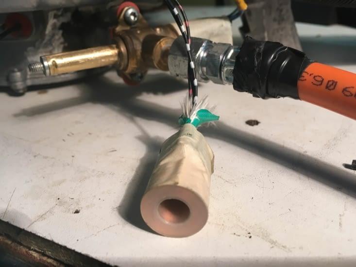 Uns des électrodes de notre chauffage qui était endommagé !!
