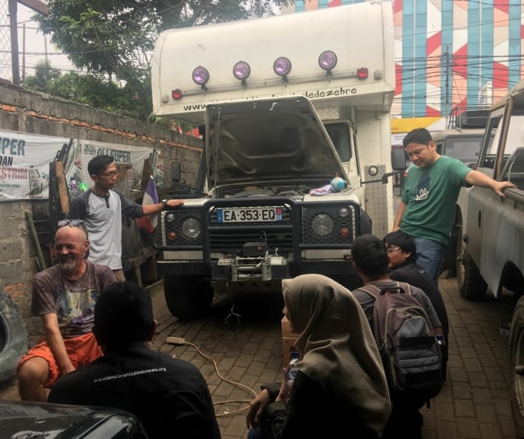 Check up complet dans le garage de Dwiko a Jakarta