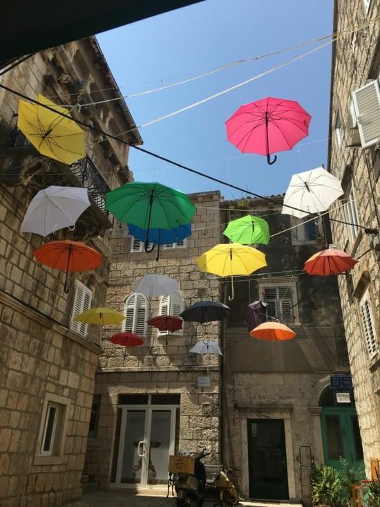 Après les parapluies de Cherbourg ..... Les parapluies de Korkula !!!