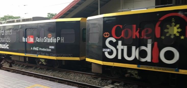 Coca est partout ! Une véritable intrusion dans le métro et la gare de Manille !