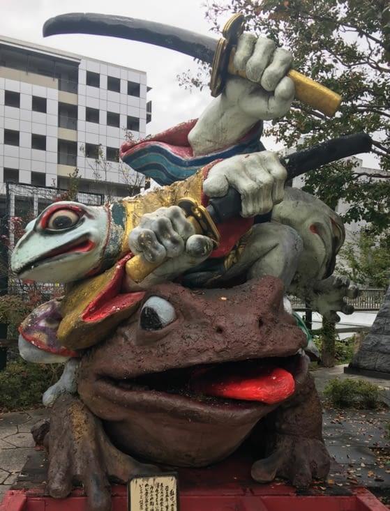 De drôles de grenouille dans toute la ville de Matsumoto