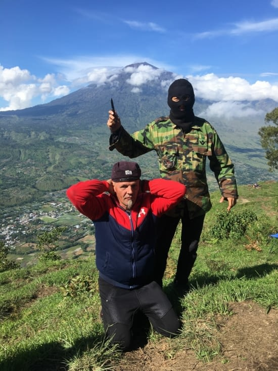 La mauvaise blague ... Amos et Philippe à Lombok !