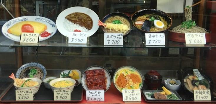 Les vitrines de restos Japonais avec des plats fictifs à s'y tromper !