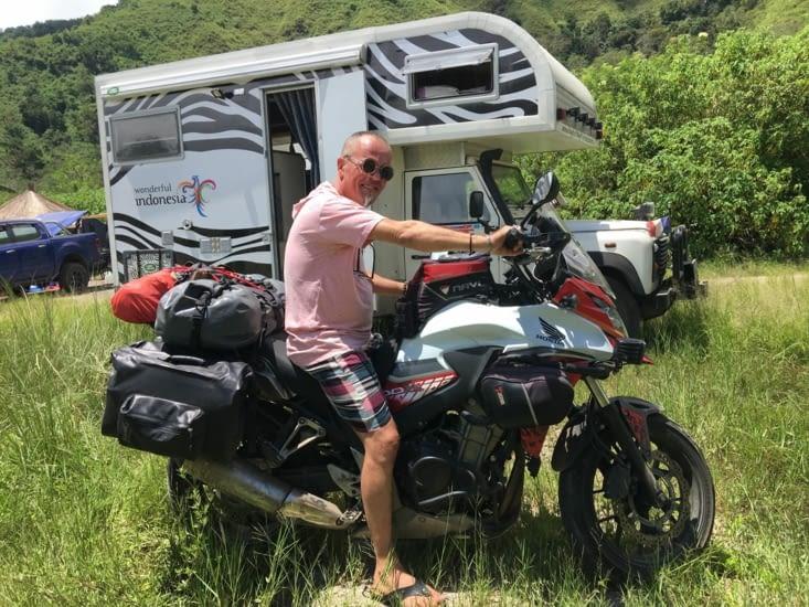 On croit rêver ! Philippe sur une moto ...