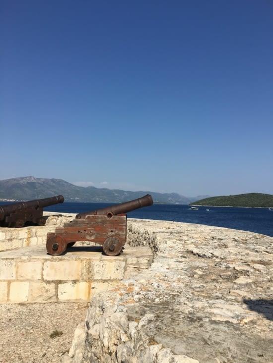 On est parti comme un coup de canon ..... 4500 kms en 6 semaines. Il est temps de ralentir un peu en Grèce .... Avant de partir vers l'Asie centrale !